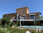 Villa méditerranéenne avec piscine et vues dominantes
