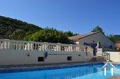 Villa de plain pied avec gîte et piscine