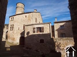 Maison médiévale avec terrasses et garage ds lieu privilégié
