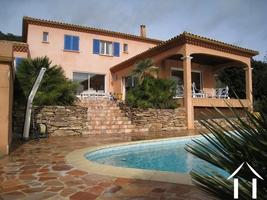 Vaste villa Provençale avec piscine et vues imprenables